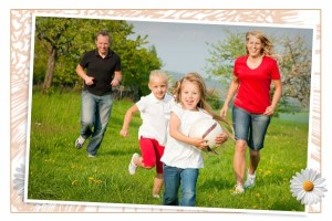 Family_playing_ball_neqxxu